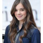 Actress Hailee Steinfeld Side post Pictures