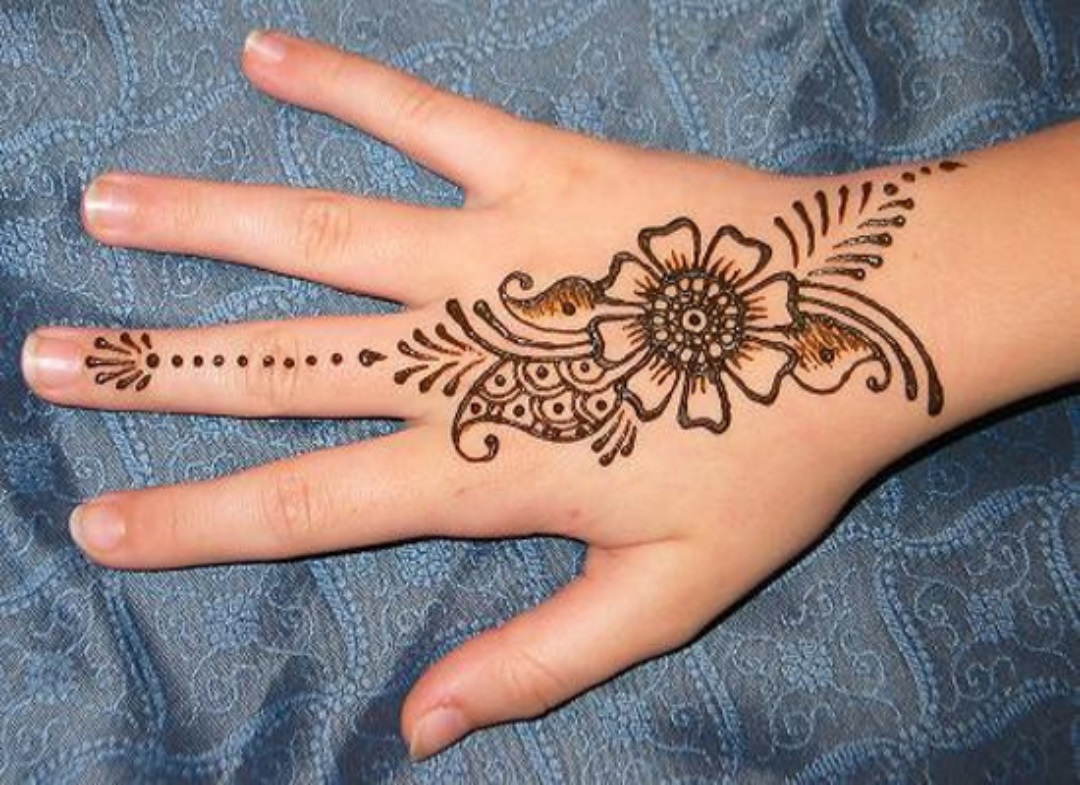 Beautiful But Simple Mehndi Design for Girls (2)