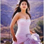Shruti Haasan hot on Beach
