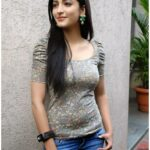 Shruti Haasan in Black jean & tops