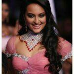 Sonakshi Sinha hot boob pic