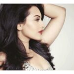 Sonakshi Sinha sexy pictures free