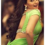 Sonakshi Sinha pic in Hot Green Saree