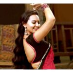 Sonakshi Sinha dancing in black saree