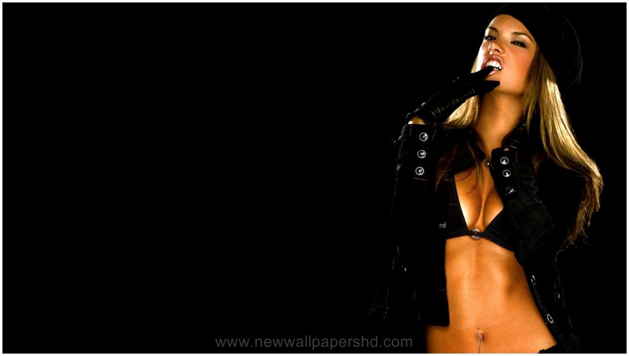 Alessandra Ambrosio Showsing Back Pics